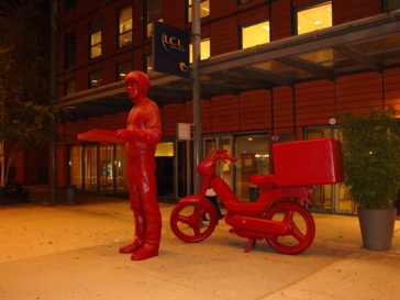 Red Pizza Man Statue, Lyon